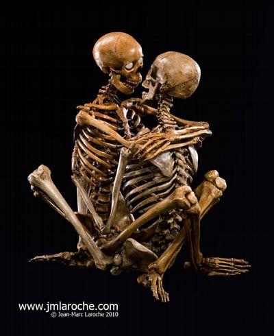 [Image: erotic-skeleton_8145_8139_1.jpg]